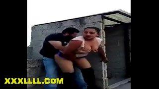 شاب مصري هيجان زانق جارته على السطح يقفش بزازها وينيكها خلفي XXX ...