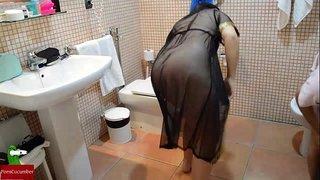سكس زوج ديوث يصور مراته عريانة بتمصلة زبه فى الحمام XXX الحرة ...